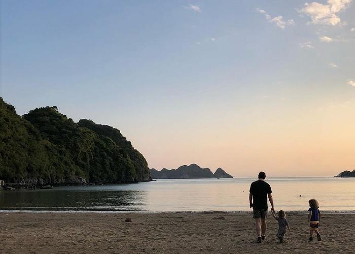 Bãi biển Tùng Thu Cát Bà