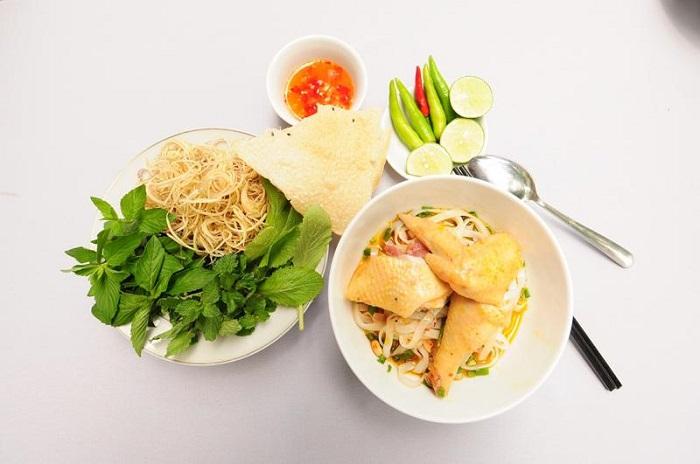 Cách nấu mì Quảng gà