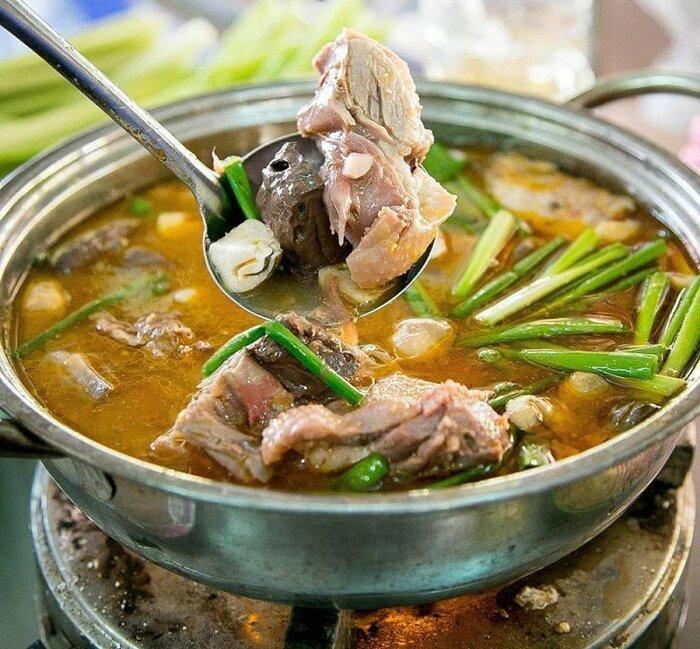 Món ngon Cần Thơ - vịt nấu chao (Nguồn: Wiki Travel)