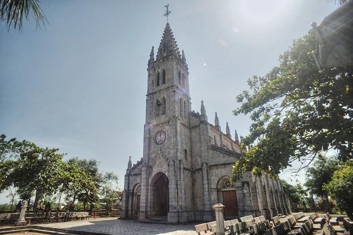 nhà thờ đá Bảo Nham